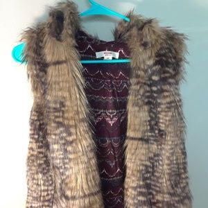 Fax fur vest with hood (Size S)